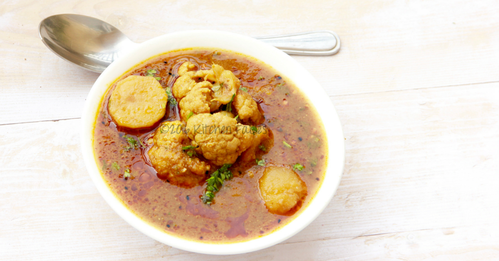 Tariwale Aloo Gobhi – Potato and Cauliflower Gravy